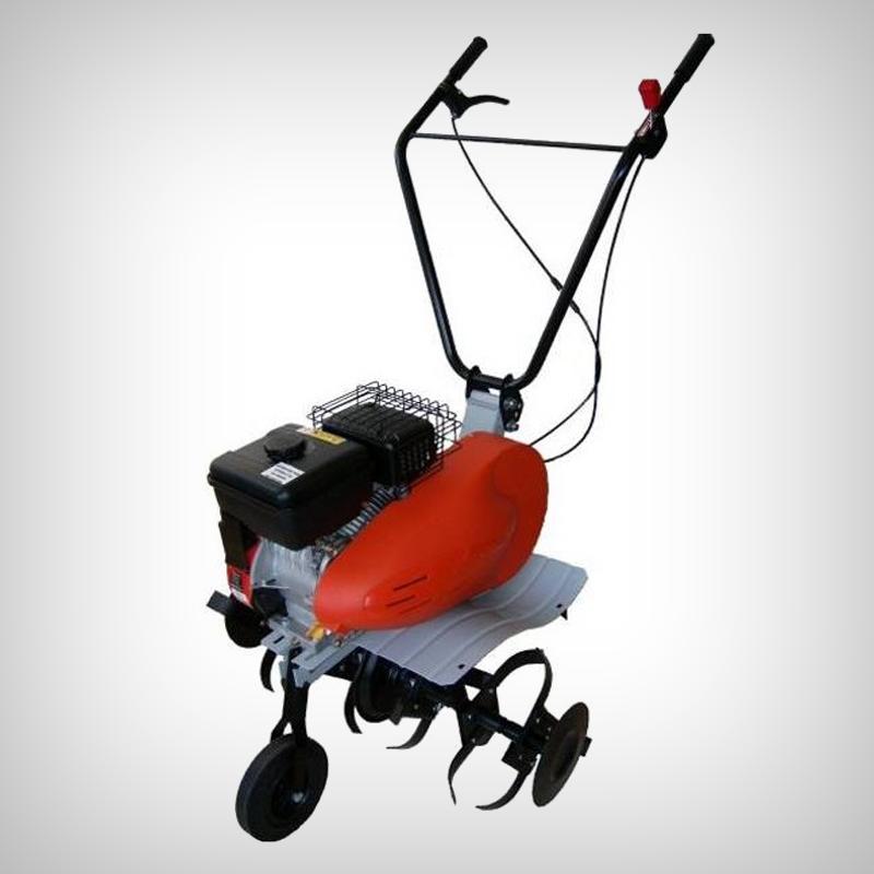 Motosapa PROMO MITSUBISHI GT 600 - Cultivare sol - Motosapa cu accesorii disponibila pe Gardenpedia are o capacitate cilindrica de 181 cm cubi, motor In patru timpi, puterea acestuia fiind de 4000W, iar rotatia de 3400rpm. Volumul rezervorului cu benzina este de 3.6L, iar cel de ulei, de 0.6L. Dimensiunile de lucru sunt de 35/60/85cm, adancimea fiind reglabila. Produsul beneficiaza de 6 freze, cu dimametrul de 320mm, precum si de un disc pentru protectia plantelor si roata de transport. Transmisia este pe lant, ambreiajul pe curea, iar aria pe care o acopera aceasta motosapa este de 1500m patrati.nbsp; nbsp;